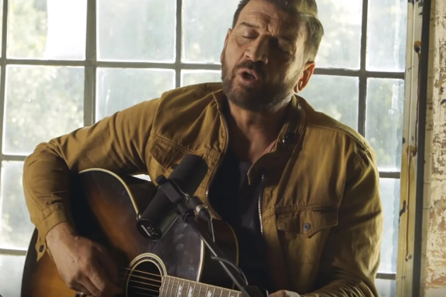 Music man nick knowles in the video for make you feel my love also     celebrity  race christmas number one rh standard
