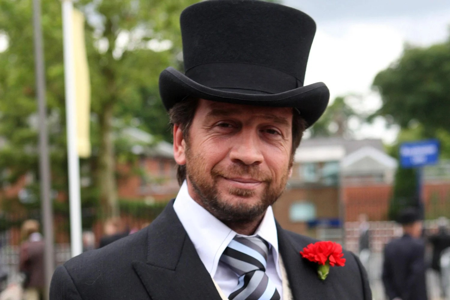 Charitable presenter nick knowles also vows to donate royalties from chart topping single rh standard