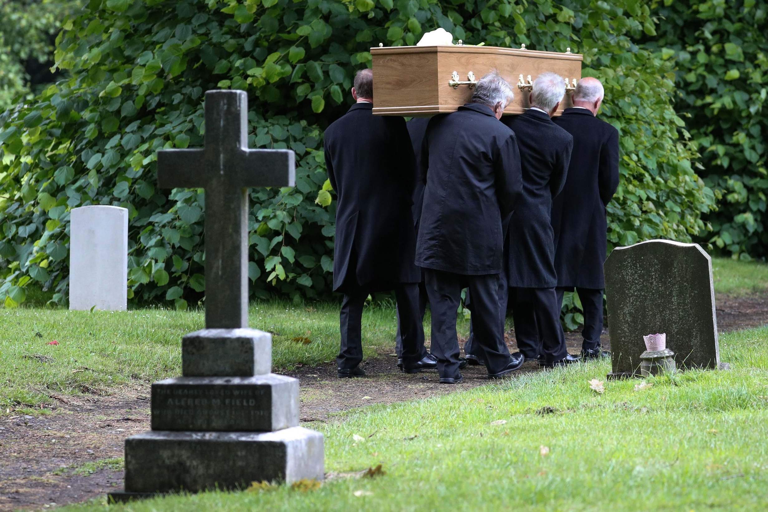 stevedymond1306 Steve Dymond funeral: Jeremy Kyle guest who died in suspected suicide after appearing on show is laid to rest