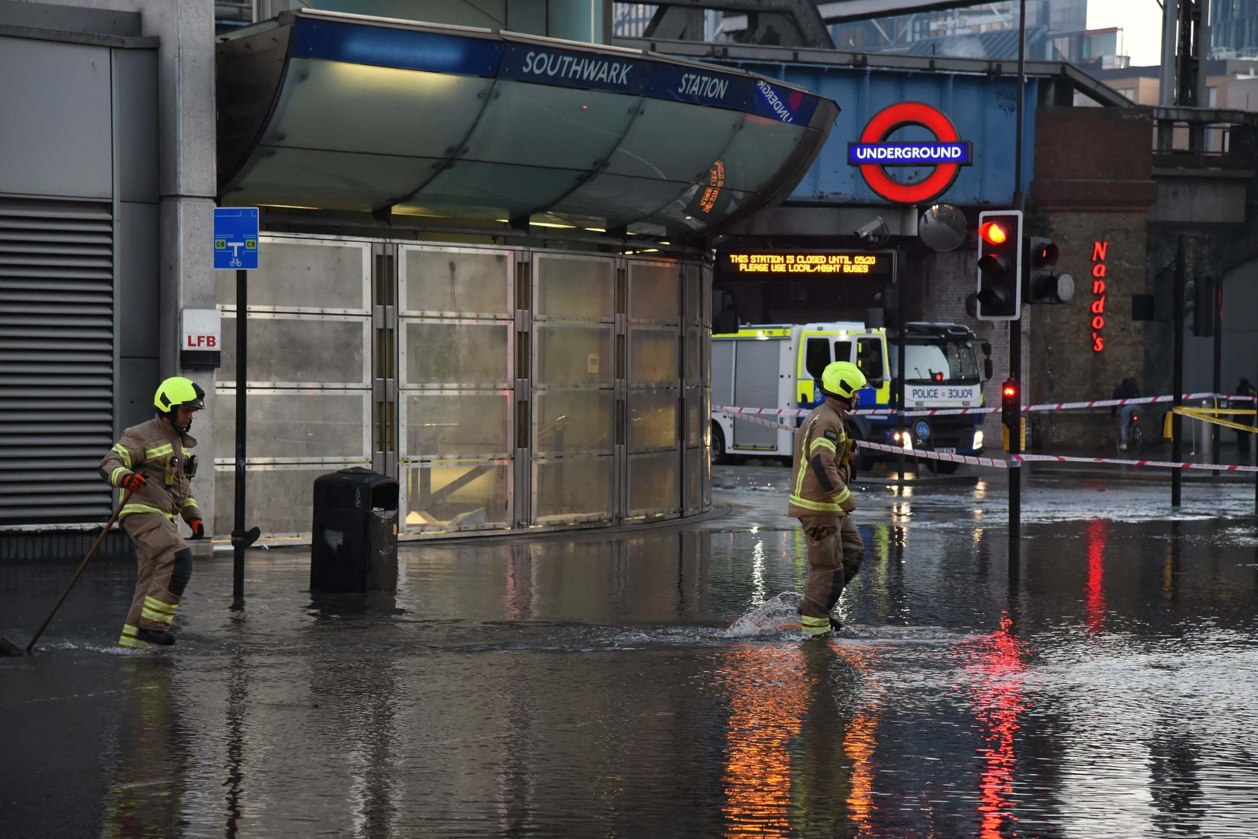 Southwark station closed: dramatic floods and residents without running water while the main outbreak of water causes chaos
