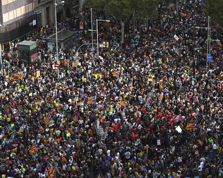 西班牙加泰示威持續 逾120人被捕400人受傷   星島日報