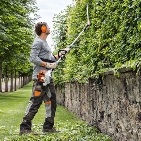 HL 94 CE  Powerful longreach hedge trimmer with long shaft