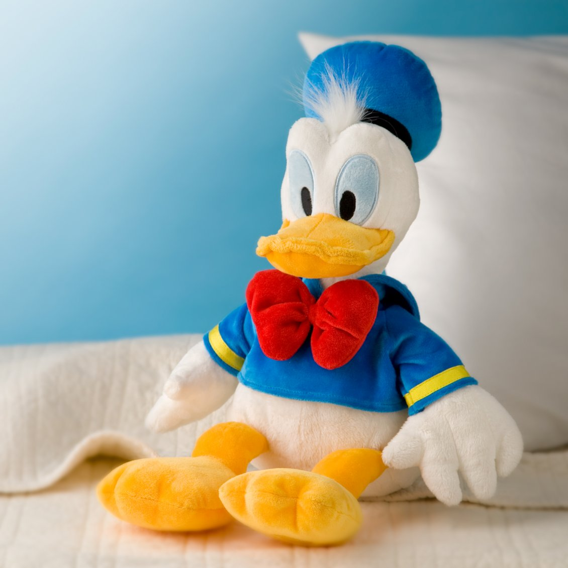 Photo Wallpaper 3d In Tampa Fl Donald Duck Plush Toy On The Sofa