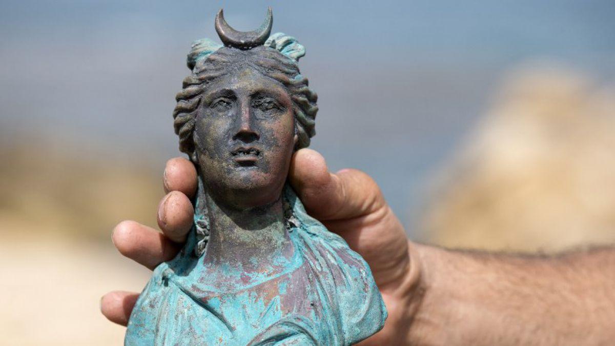 Descubren tesoro de 1600 aos bajo el mar y por casualidad  Tele 13