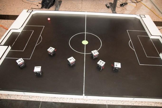asus-fotbal-robotic-6037
