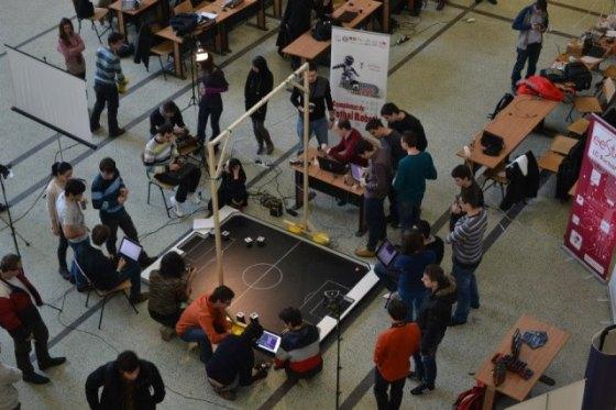 ASUS susține campionatul de fotbal robotic
