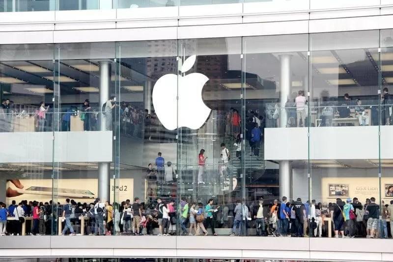 Two Hong Kong Apple store staff taken to hospital after iPhone battery starts emitting smoke - TechSpot