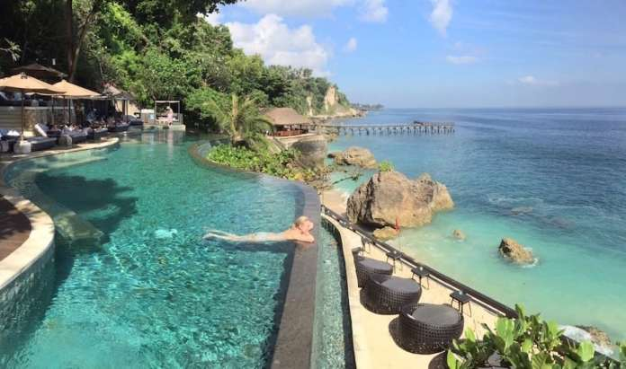 33 Infinity Pools In Bali That Ll Take Your Breath Away Honeycombers Bali