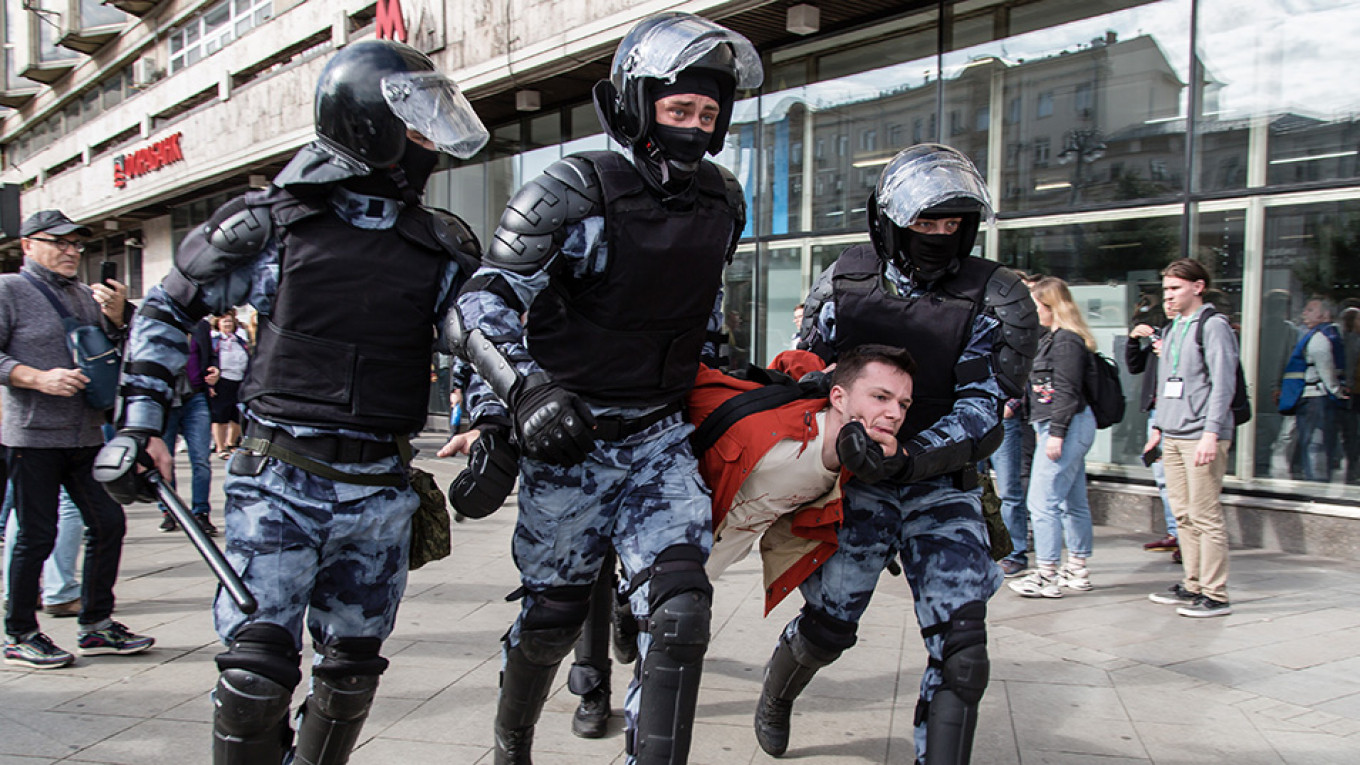 russian protesters hurt in