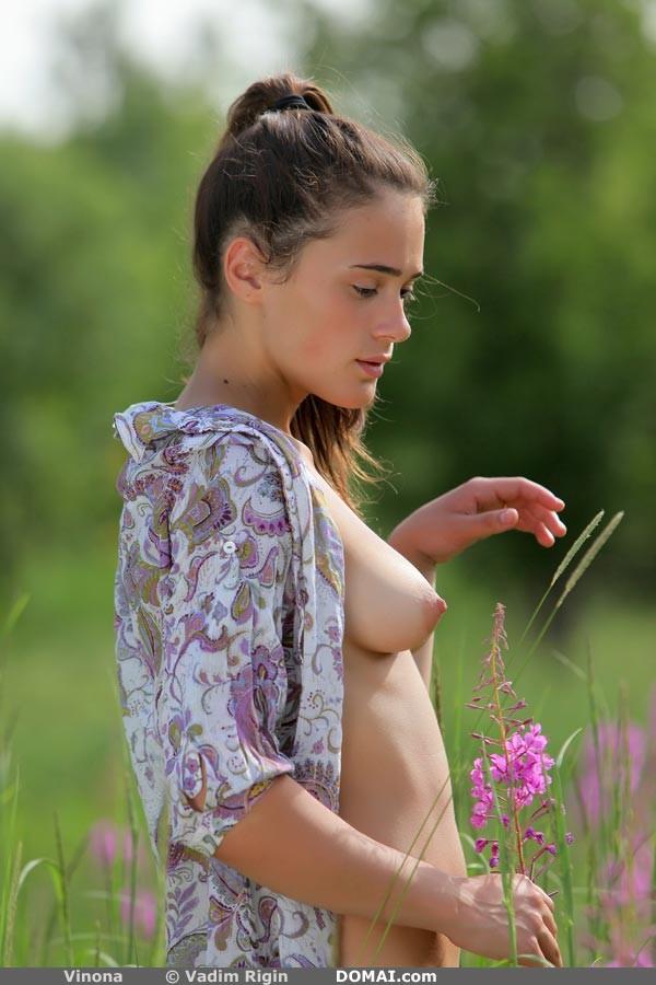 Vinona nude pics in Set 5 shot by Vadin Rigin from DOMAI