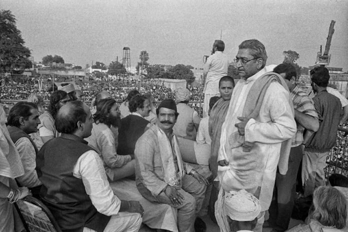 At the Ram Katha Kunj Vishva Hindu Parishad leader Ashok Singhal meets current Defence minister Rajnath Singh (at the left corner) | Photo: Praveen Jain | ThePrint