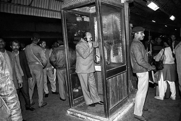 On 3 December, former HRD minister Arjun Singh calls then PM P. V. Narasimha Rao from a local phone booth at New Delhi railway station before leaving for Lucknow. He was going there to watch the situation in Ayodhya | Photo: Praveen Jain | ThePrint