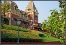 Hong Kong Disneyland - Theme Park In Thousand