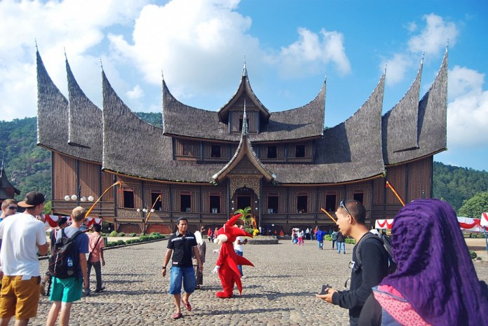 Pagaruyung Palace - Palace in Indonesia - Thousand Wonders