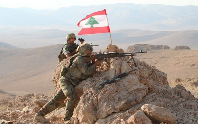 Soldiers holding a position in a mountainous area near the eastern town of Ras Baalbek during an operation against jihadist fighters, on August 17, 2017, in a photograph taken during a tour guided by the Lebanese army. (AFP PHOTO / STRINGER)