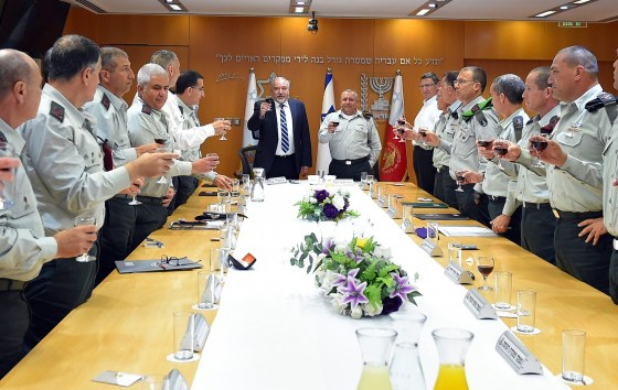 Defense Minister Avigdor Liberman, center, raises a toast with the IDF General Staff at the army's Tel Aviv headquarters on April 16, 2018, in honor of Israel's upcoming Independence Day this week. (Ariel Hermoni/Defense Ministry)