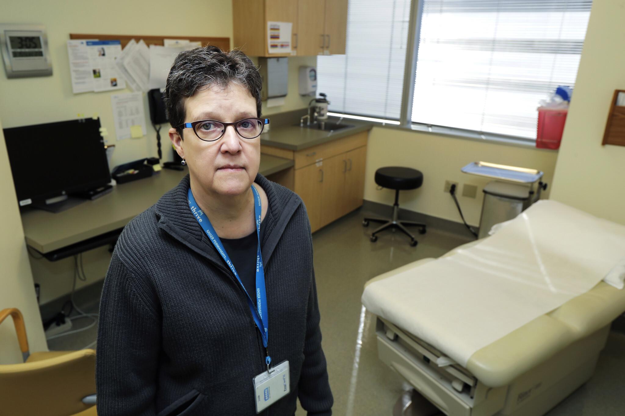 Coronavirus vaccine test opens as US volunteer gets 1st shot | The ...