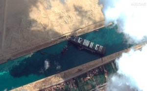 Plan to renovate a boat that is blocking Suez Canal use in full