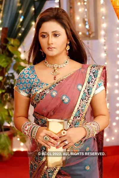 Uttaran Episode 227 : uttaran, episode, Successful, Scheme, Getting, Ichcha, Ensuring, Mukta, Stays, Meethi., Contacted,, Pratima