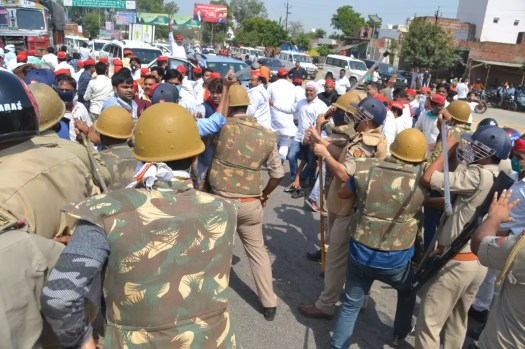 Hathras sealed, Sec 144 put in place for a month to curb protests | India News 3