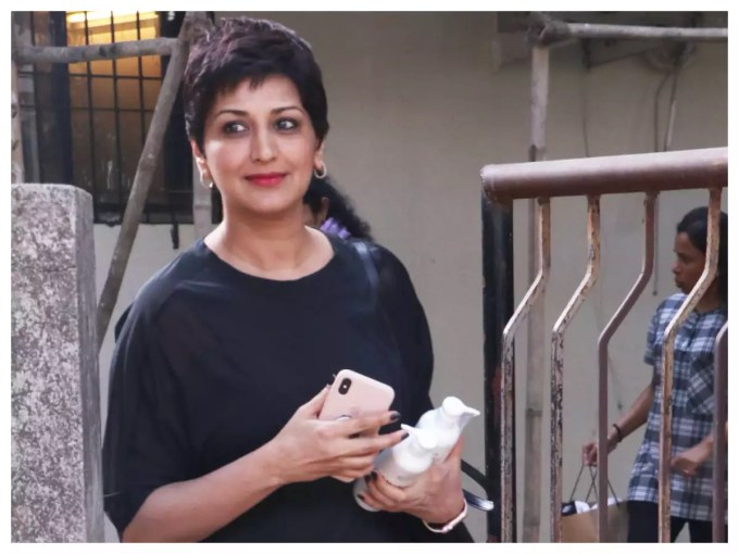 photos: sonali bendre gets a new haircut post her chemo