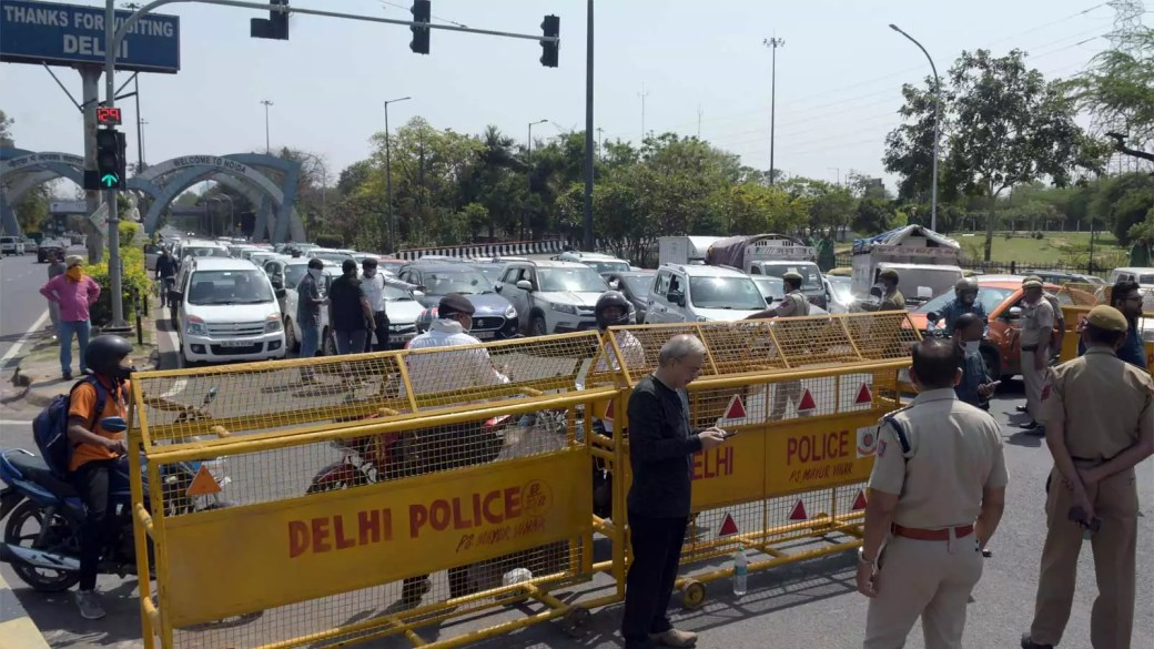 Delhi Noida border sealed, total chaos at various entry points ...