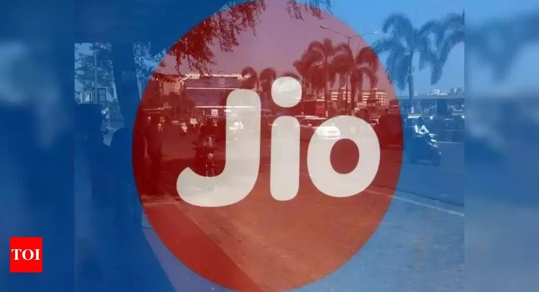 Post-paid tariff battle: Jio unveils JioPostpaid Plus with leisure, international roaming, other benefits