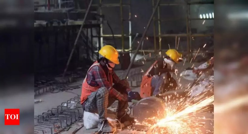 India's manufacturing PMI slips to 3-month low in November – Times of India