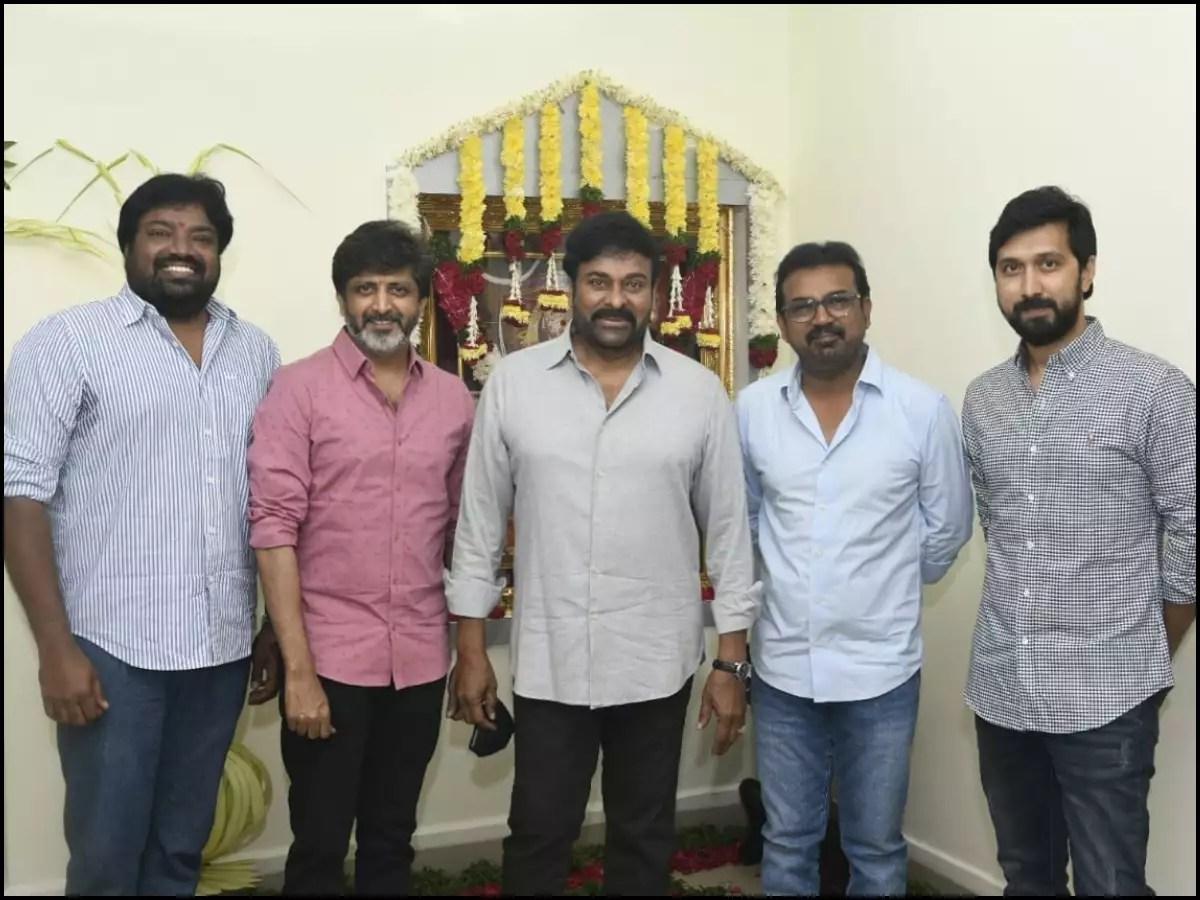 Koratala Siva to Bobby, Chiranjeevi's photo moment with his 'funtastic 4' directors | Telugu Movie News - Times of India