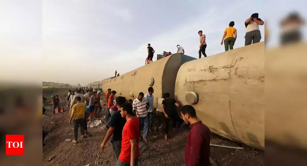 Passenger train derails in Egypt; some 100 injured – Times of India