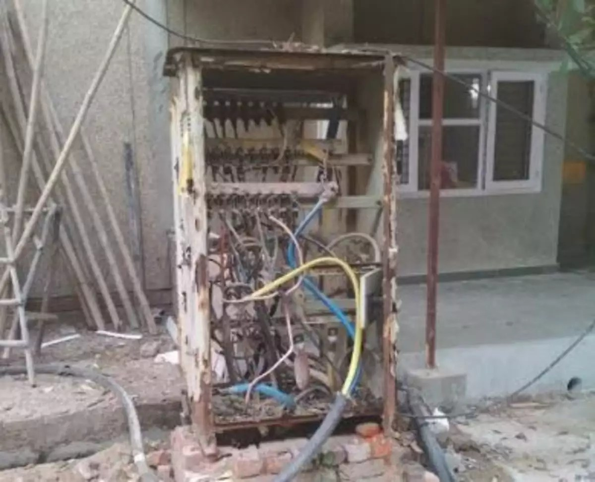 hight resolution of express view apartment residents complain high voltage wires open panel boxes