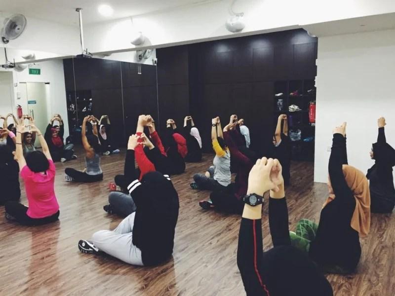 Tiento fit hijab sport jilbab instant kerudung olahraga renang tinju zumba fitness yoga senam lari futsal running taekwondo bola voli basket original. Hijab Friendly Fitness Classes In Singapore Halalzilla
