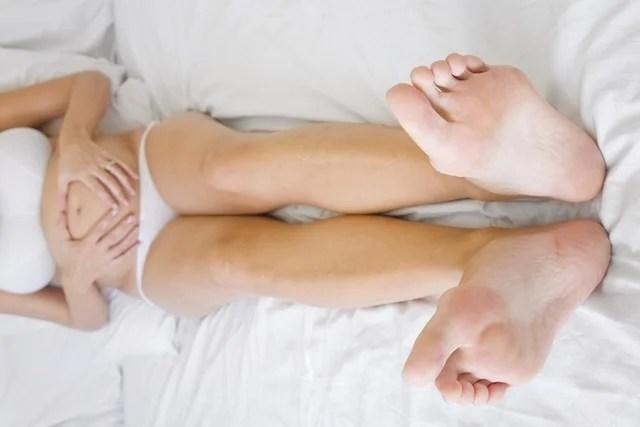 Deitar com pernas elevadas