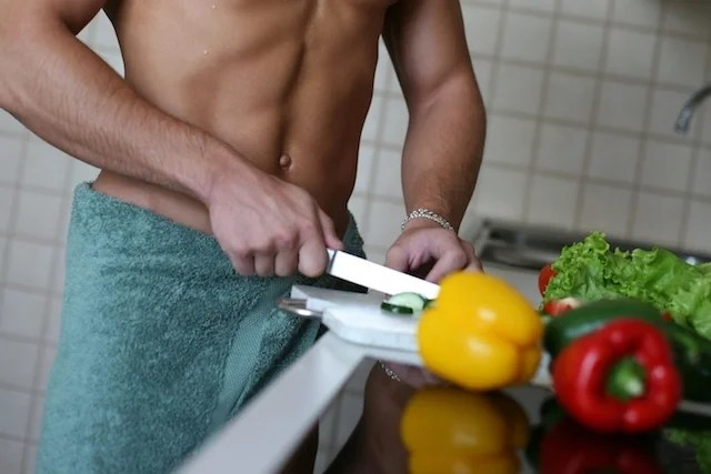 How should the diet to define the abdomen