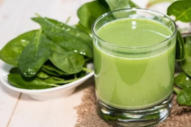 Suco de espinafre e hortelã