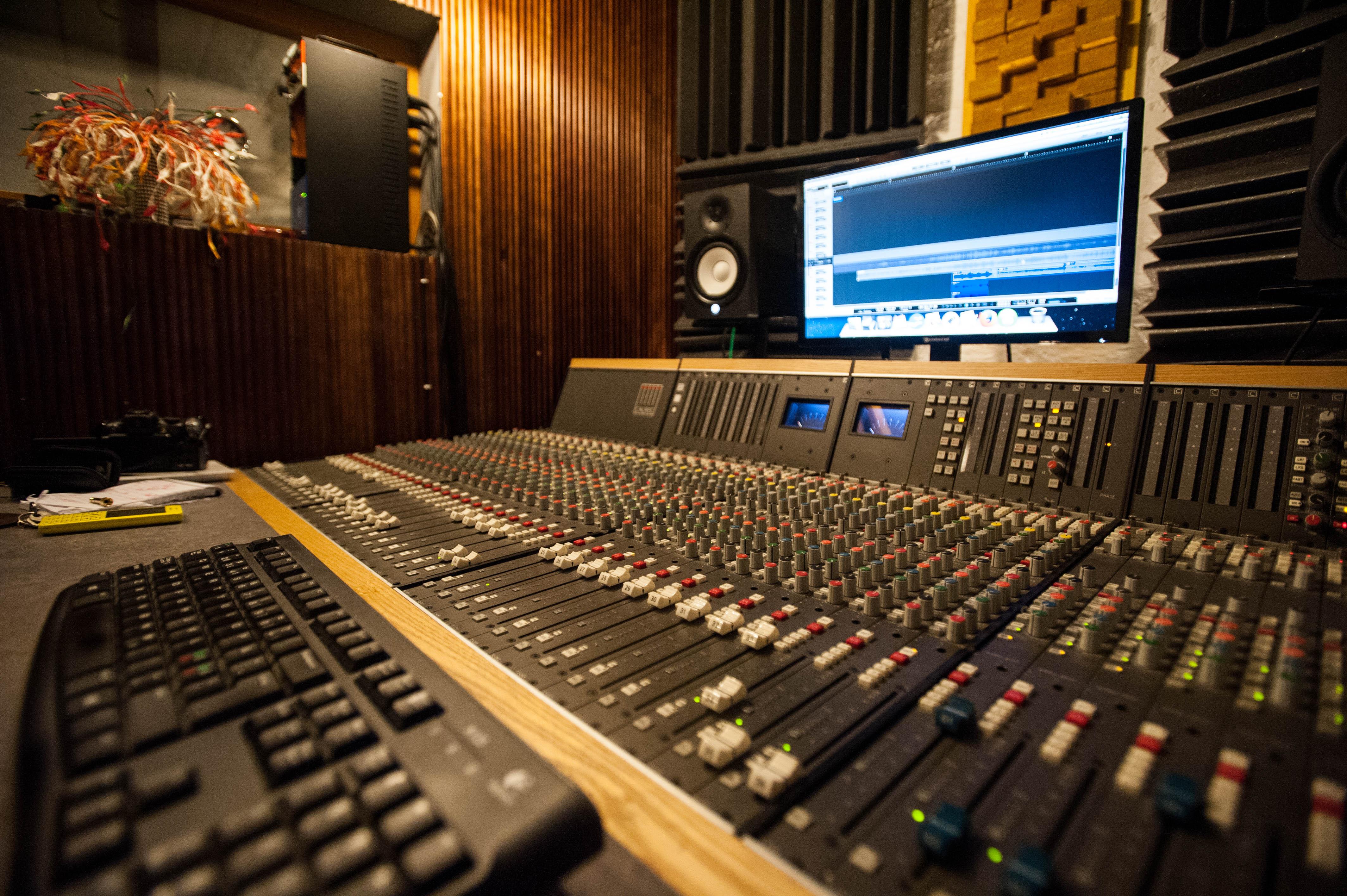 Risultati immagini per recording studio