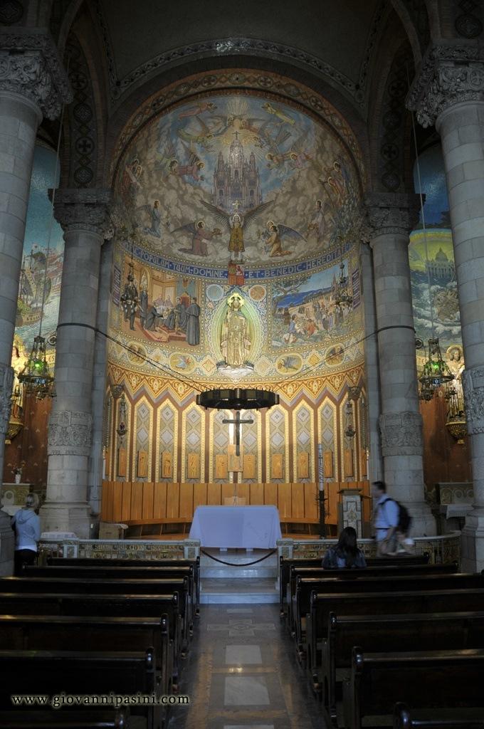 Interno della Basilica del Sacro Cuore  Viaggi vacanze e turismo Turisti per Caso