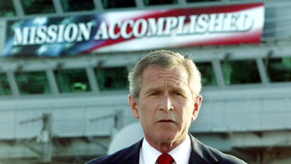 Pure Machtdemonstration: Am 1. Mai 2003 erklärte US-Prä