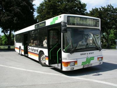 56040097-bus-106-zentralfriedhof