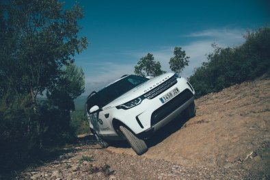 Land Rover Discovery in Schräglage