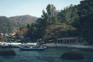 Fischerboote am Strand des Park Royal Resorts