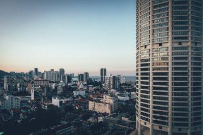 Vom 14. Stock hat man eine n fantastischen Ausblick über Penang und den gegenüberliegenden Komtar Tower