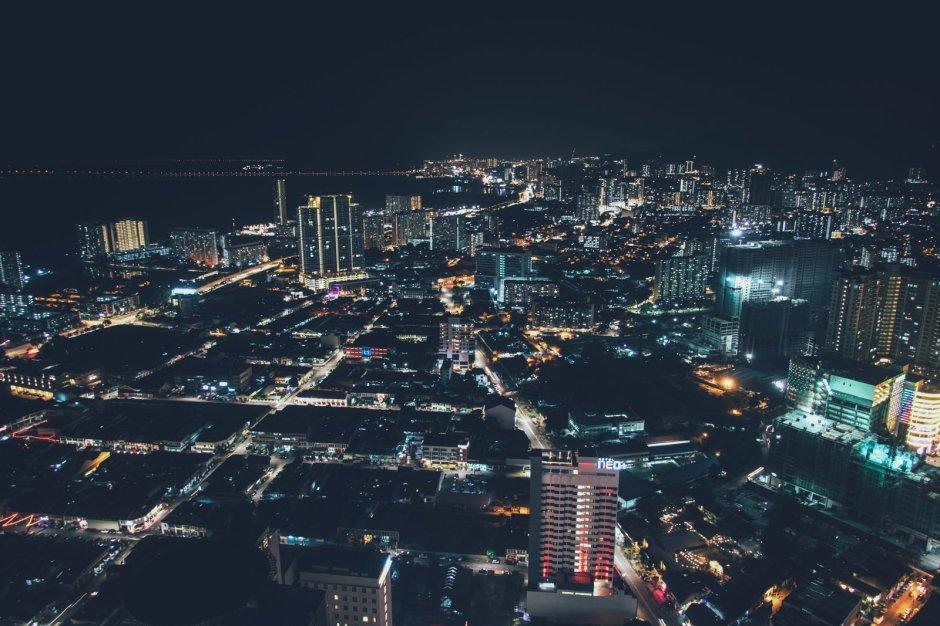 >Georg Town von oben bei Nacht