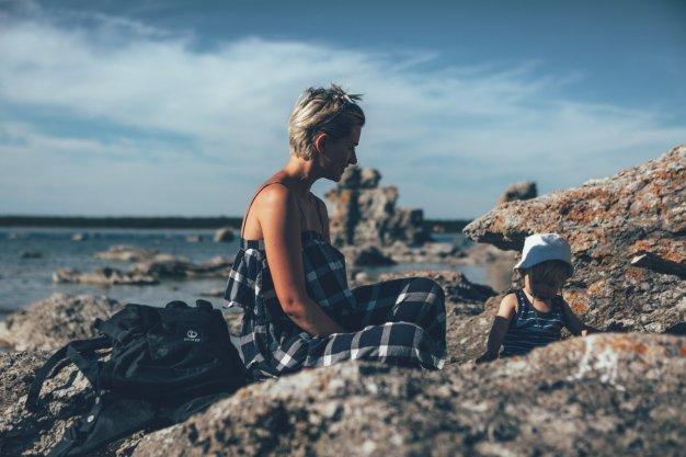 Klettern, Plantschen und entdecken. Mia und Neon auf Fårö.