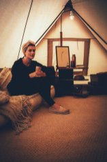 Mia im Glamping Zelt der Surflogiet Gotland