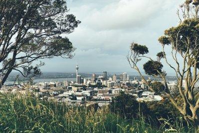 "Auckland vom Mount Eden (Māori: Maungawhau, ""Berg des Whau-Baumes"") in Auckland City, Neuseeland"