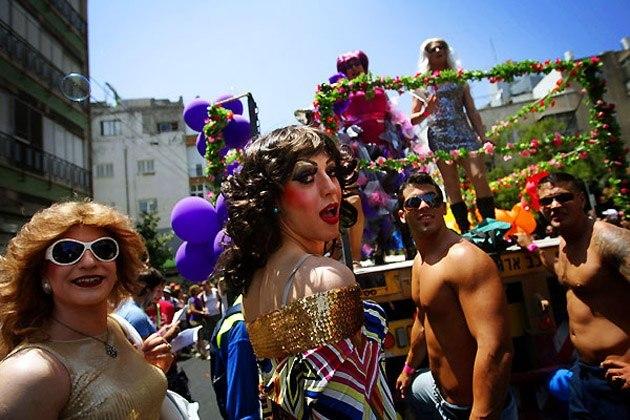 Та чи сумісні війна і гей-парад? А на сході слабо провести?