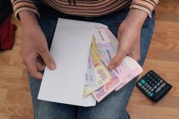 Гройсман обіцяє на чверть підняти зарплати вчителям