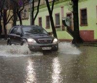 В Запорожской области возобновили движение на трассе, которую затопило дождем