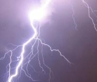 На Львовщине молния попала в супружескую пару, муж погиб